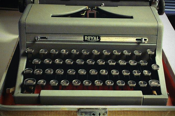 assistant-typewriter